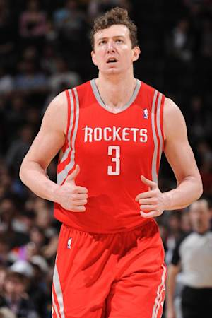 Rockets send Asik to Pels, prepare for LeBron run