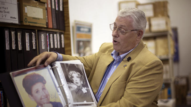 Man sells giant autograph collection for daughter