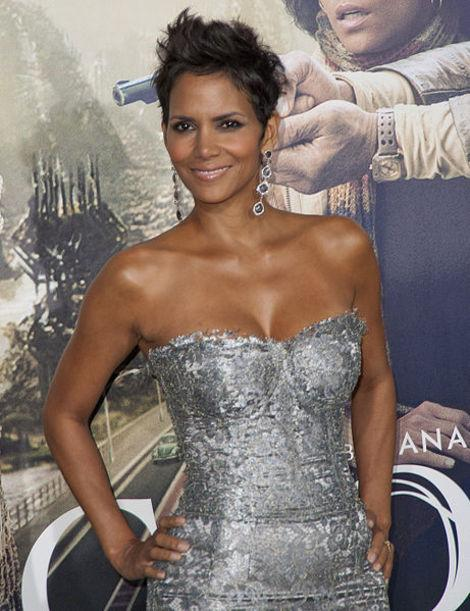 Halle Berry the Best-Dressed Pregnant Celeb? Other Mom-to-Be's Who Stunned
