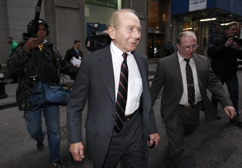 Ex-AIG chief Hank Greenberg, 91, testifies in fraud case