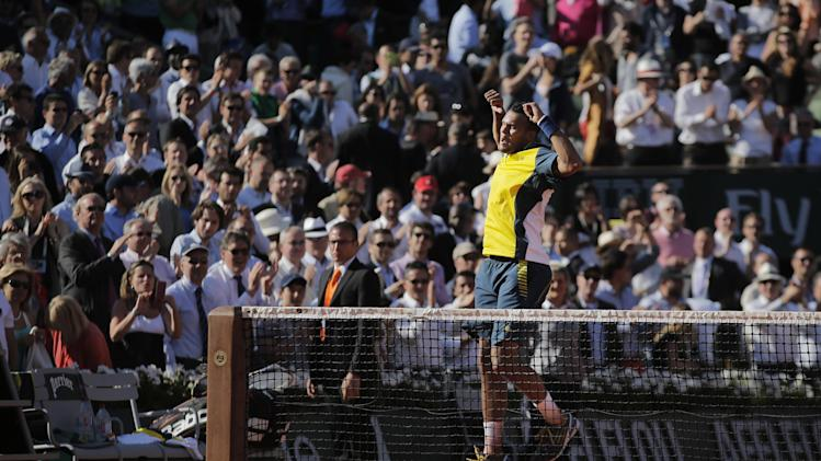 France's Jo-Wilfried Tsonga celebrates defeating Switzerland's Roger Federer in three sets 7-5, 6-3, 6-3, in their quarterfinal match at the French Open tennis tournament, at Roland Garros stadium in Paris, Tuesday June 4, 2013. (AP Photo/Christophe Ena)