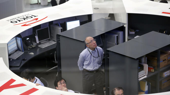 Employees work on the floor of the Tokyo Stock Exchange in Tokyo, Thursday morning, Oct. 24, 2013. An improvement in China's manufacturing wasn't enough to boost Asian stock markets Thursday after Wall Street fell on disappointing corporate earnings. (AP Photo/Koji Sasahara)