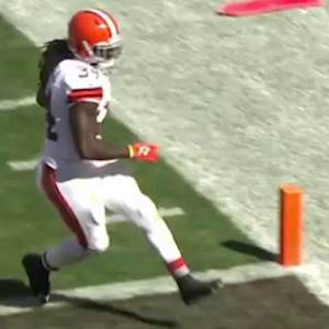 Cleveland Browns running back Isaiah Crowell 14-yard touchdown run