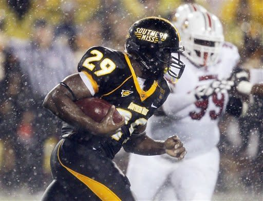 No. 19 Louisville beats Southern Miss 21-17