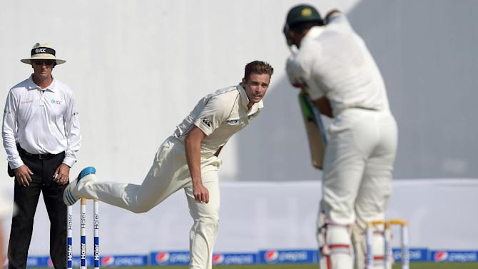 New Zealand bowler Tim Southee (C) delivers the ball to Pakistani batsman Shan Masood during the first day of their third and final Test match, at the Sharjah cricket stadium in Sharjah, on November 26, 2014