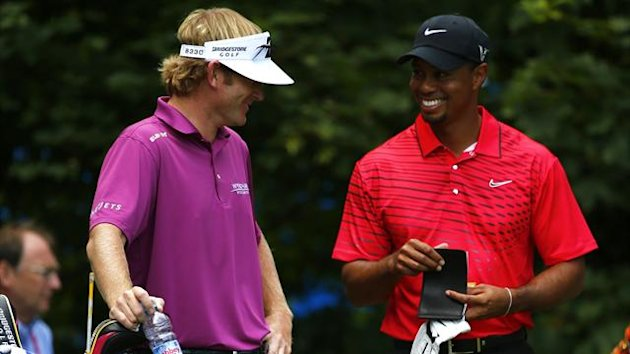 Brandt Snedeker (L) and Tiger Woods (Reuters)
