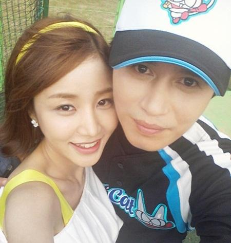 'A Gentleman's Dignity' Yoon Ji Ni-Kim Min Jong Couple Take a Lovely Snapshot