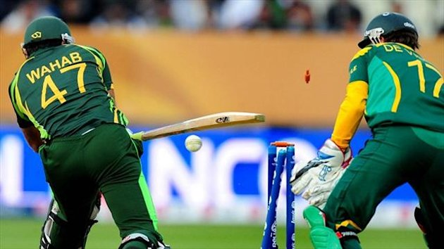 Pakistan again struggled with the bat