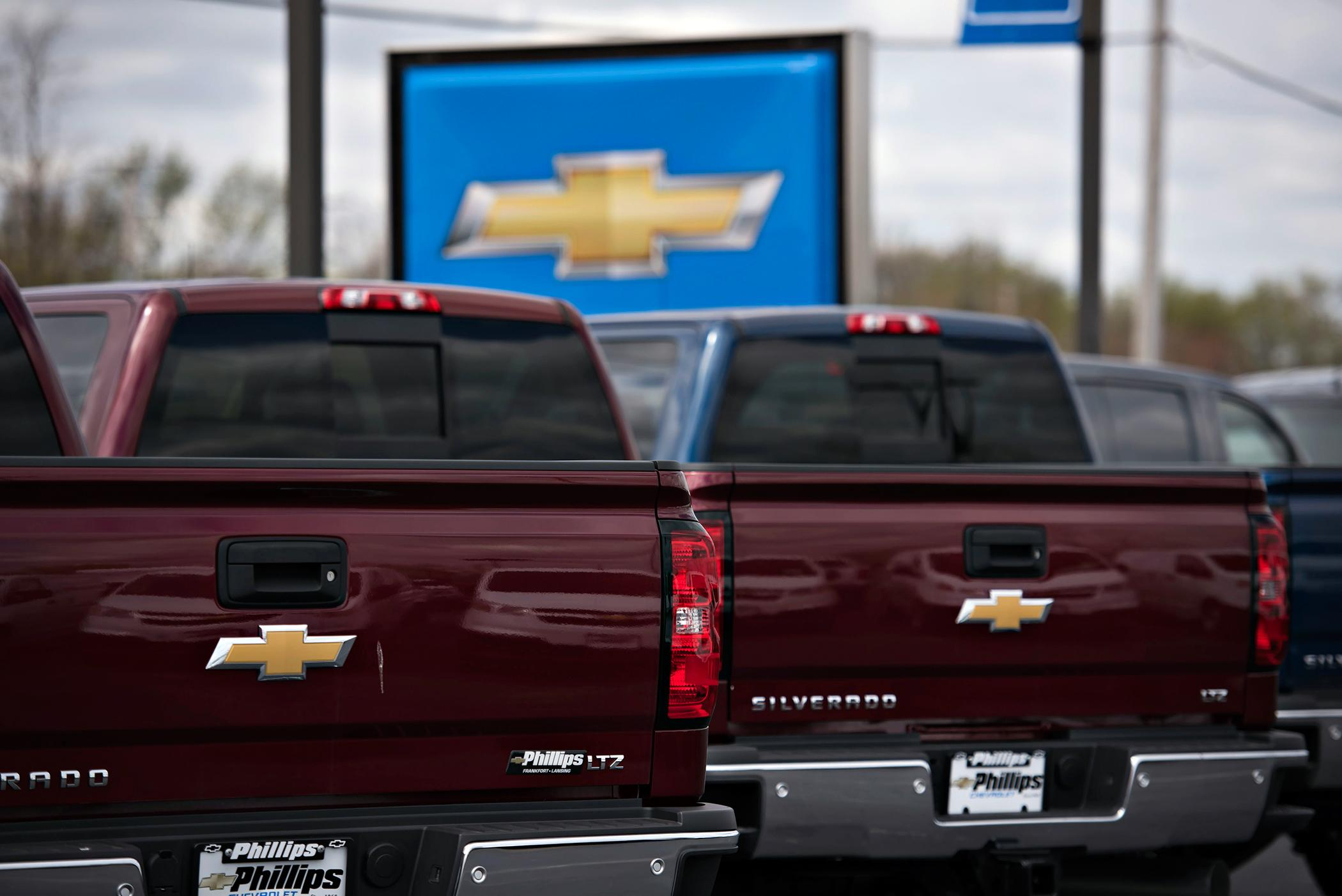 GM Is Recalling Half a Million Trucks and SUVs