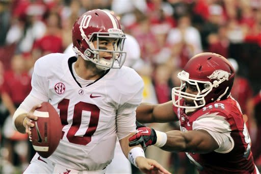 Defense leads No. 1 Alabama over Arkansas 52-0