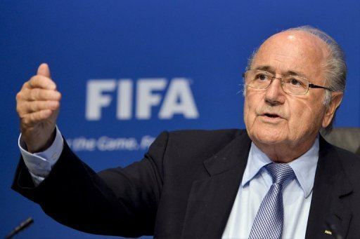 Joseph S. Blatter will als Prsident des Fuball-Weltverbandes FIFA weitermachen: Trotz harscher Kritik an seiner Person und einer ffentlichen Rcktrittsforderung von Liga-Prsident Reinhard Rauball denkt der 76-jhrige Schweizer nicht an Demission
