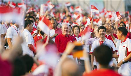 The crowd cheers as Singapore's former Prime Minister Lee Kuan Yew (C) arrives at the Marina Bay Floating Platform for the annual National Day Parade celebrations in Singapore in this August 9, 2012 file photo. REUTERS/Calvin Wong/Files