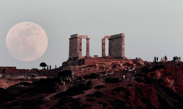 'Supermoon' lights up the sky