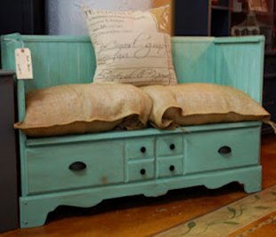 How cute would this bench be in a reading nook or entryway? Cut the