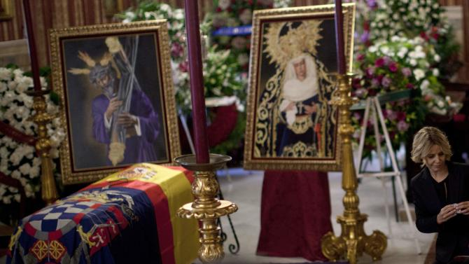 The daughter of Spain's Duchess of Alba sits next to her mother's coffin in the town hall of Seville
