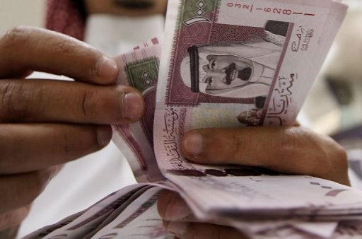 New one hundred riyals are counted in Riyadh on June 5, 2007. A 15-year-old Saudi girl who was forced to marry an octogenarian has been granted a divorce after a local human rights group intervened, the watchdog said on Wednesday. She reportedly had been married off to the man in exchange for a dowry worth around $17,300