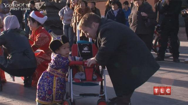 'The Little Couple' Tours China