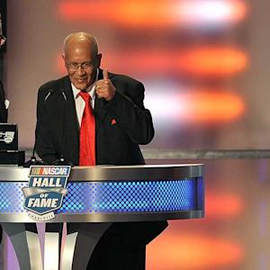 Scott makes history in NASCAR Hall of Fame