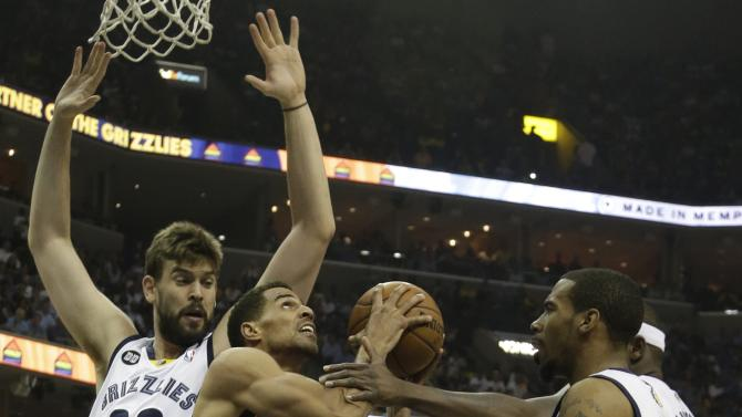 Memphis Grizzlies' Mike Conley, right,  and Memphis Grizzlies center Marc Gasol (33) work against Oklahoma City Thunder shooting guard Thabo Sefolosha (2) in the first half of Game 4 in a Western Conference semifinal NBA basketball playoff series in Memphis, Tenn., Monday, May 13, 2013. (AP Photo/Danny Johnston)