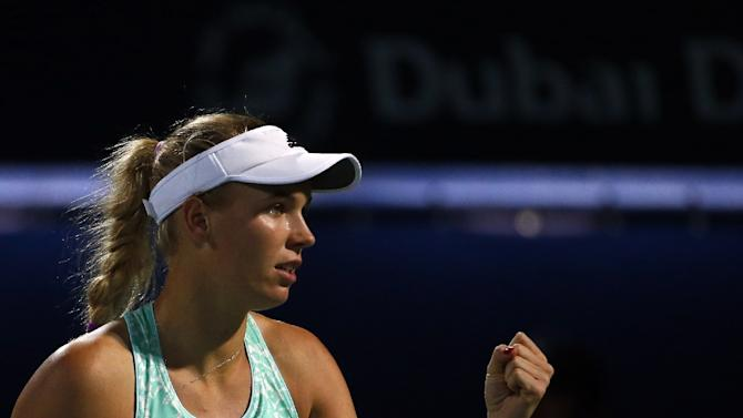 Caroline Wozniacki booked her place in the Malaysian Open quarter-finals with a convincing display against China's Lin Zhu, winning 6-4, 6-1