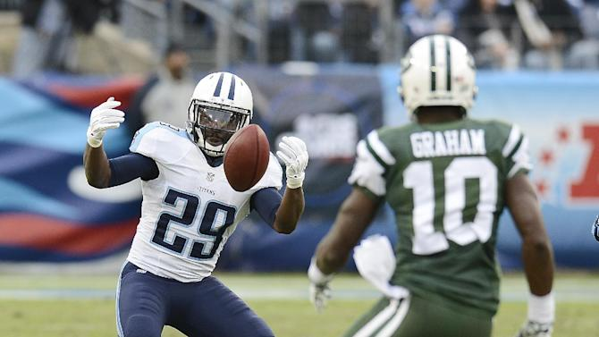 Jets win 1st road game, beat Titans 16-11