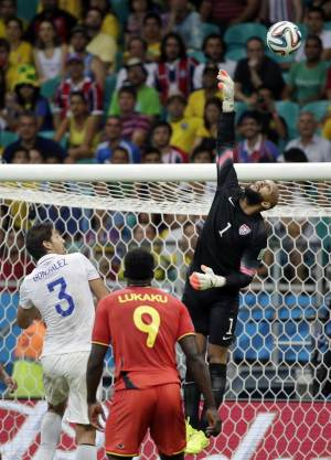 United States' goalkeeper Tim Howard (1) saves a shot during the World Cup round of 16 soccer match between Belgium and the USA at the Arena Fonte Nova in Salvador, Brazil, Tuesday, July 1, 2014. (AP Photo/Felipe Dana)