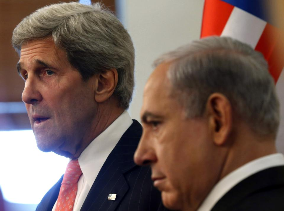 U.S. Secretary of State John Kerry, left, meets with Israeli Prime Minster Benjamin Netanyahu in Jerusalem Thursday, May 23, 2013. The United States and Israel are raising hopes for a restart of the Middle East peace process after more than four years of hardly any talks. (AP Photo/Jim Young, Pool)