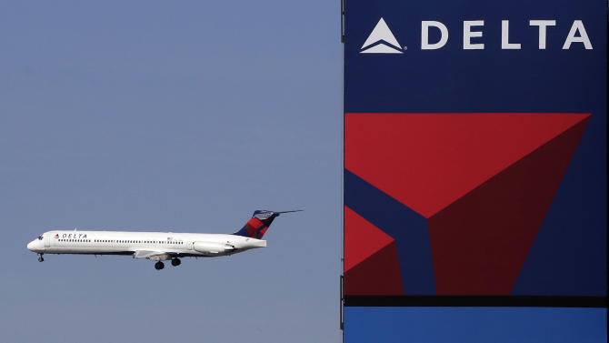 Delta posts small 1Q profit; sees April slowdown