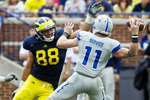 Robinson helps No. 19 Michigan top Air Force 31-25