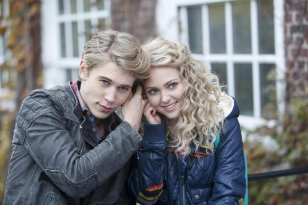 AnnaSophia Robb as Carrie Bradshaw and Austin Butler as Sebastian in 'The Carrie Diaries' -- The CW