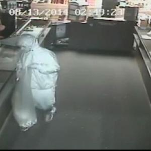 Thieves smash their way into Seattle-area jewelry store