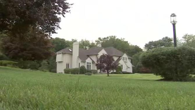 Thieves steal $300,000 worth of valuables from Moorestown homes