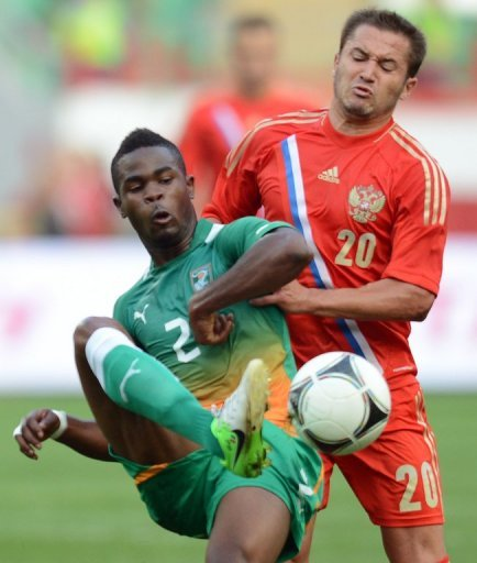 Russia´s Victor Faizulin (R) vies for the ball  with Abdul Rasack (L) of the Ivory Coast