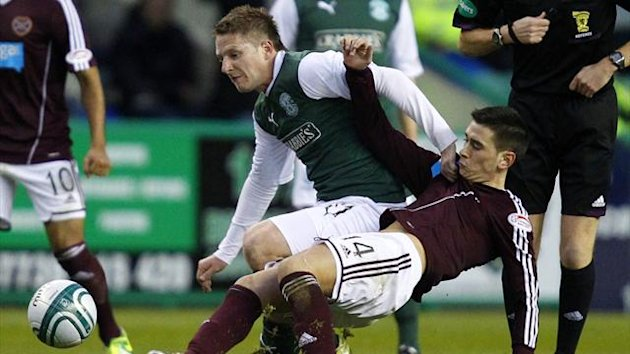 Hearts' Jamie Walker (R) tackles Hibernian's Paul Cairney (Reuters)