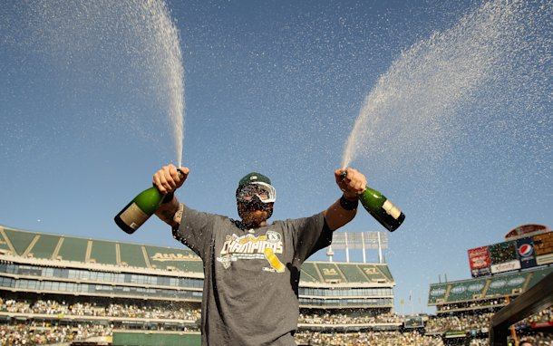 Jonny Gomes celebrates the A&amp;#39;s AL West championship. (Getty)