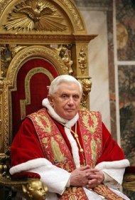 El Papa Benedicto XVI deja libre el trono de San Pedro por razones de salud (Wikimedia commons)
