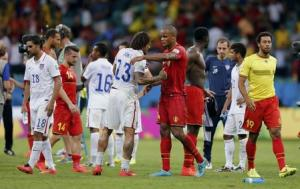 Belgium's Kompany shakes hands with Jones of the U.S. after their 2014 World Cup round of 16 game at the Fonte Nova arena in Salvador