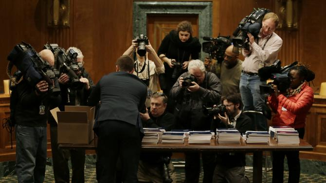 Media photographs President Obamas FY2015 budget proposal in Washington