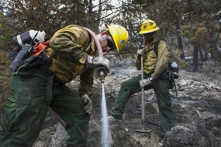 Dry, windy conditions challenge Washington state firefighters