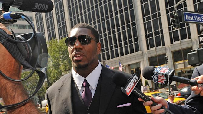 New Orleans Saints linebacker Jonathan Vilma arrives at the NFL football headquarters to meet with Commissioner Roger Goodell to discuss his suspension that was temporarily lifted, Monday, Sep. 17, 2012, in New York. (AP Photo/ Louis Lanzano)