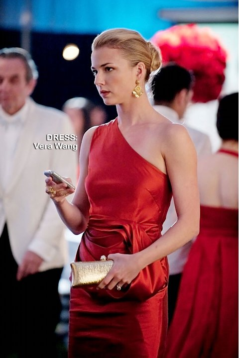 Emily VanCamp as Emily Thorne in the Season 1 episode &quot;Chaos.&quot; Revenge 