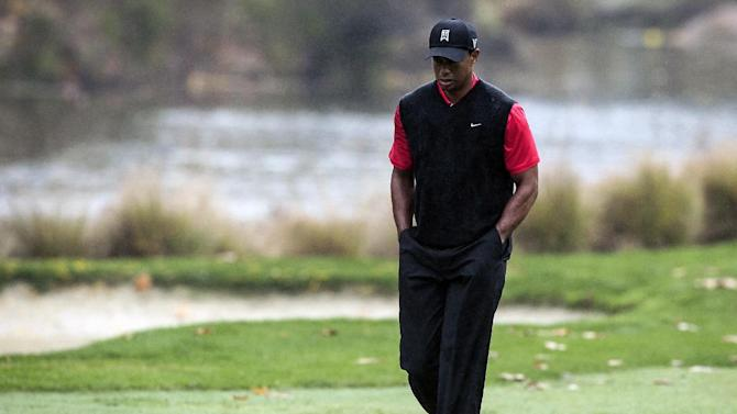 Tiger Woods walks to the green on the fourth hole during the final round of the World Challenge golf tournament at Sherwood Country Club in Thousand Oaks, Calif., Saturday, Dec. 2, 2012. (AP Photo/Bret Hartman)