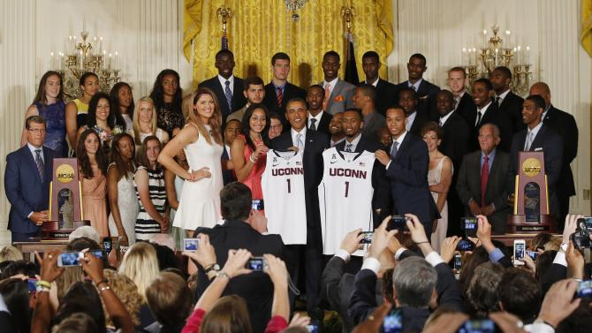 US President Obama poses with UConn women's and men's basketball stars in the East Room of the White House in Washington