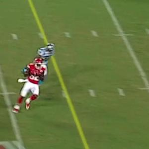 Kansas City Chiefs wide receiver Dwayne Bowe makes a big catch for first down