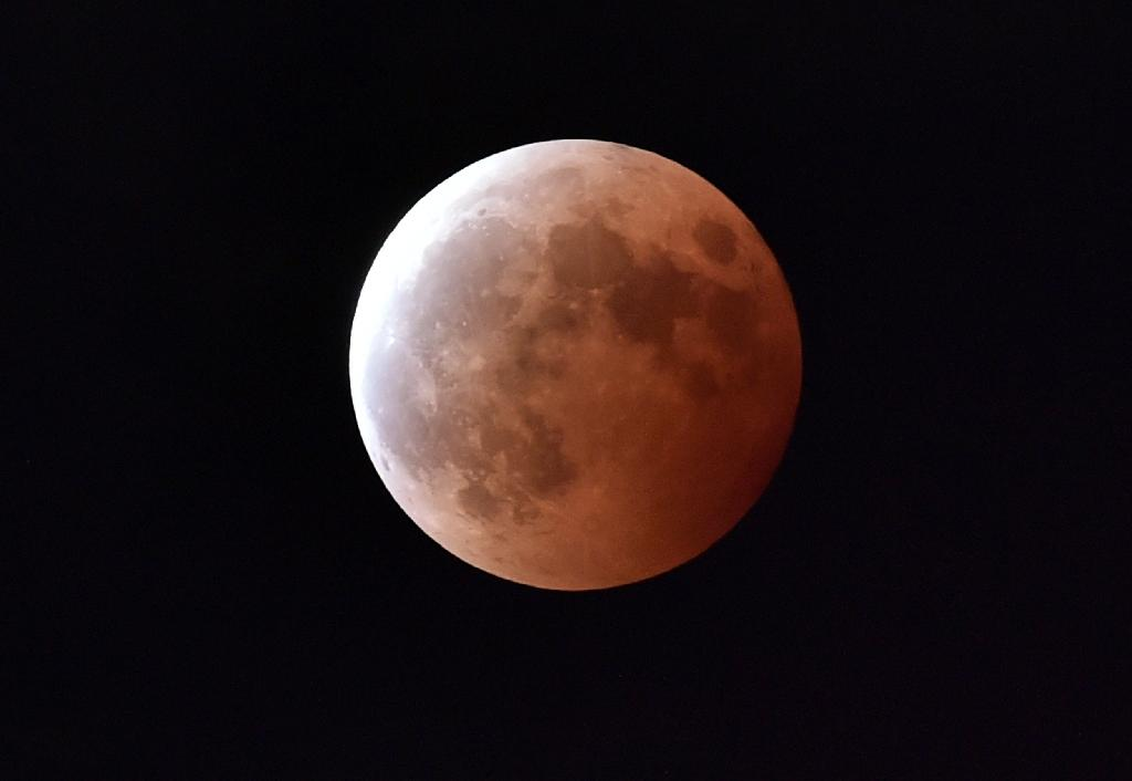 Brief moon eclipse coming April 4