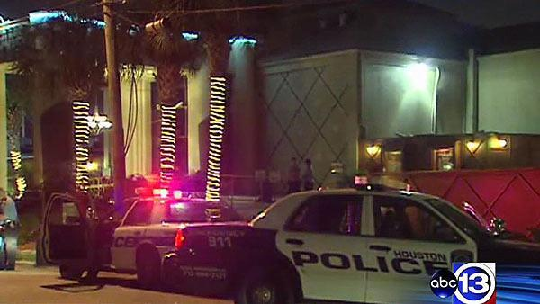 Strip club employee shoots co-worker during argument