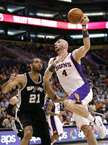 Parker, Duncan send Spurs to 5th straight win