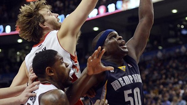 Memphis Grizzlies Zach Randolph (R) battle for the ball with Toronto Raptors Aaron Gray (back L) and Amir Johnson in Toronto (Reuters)
