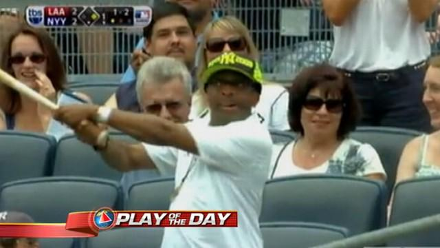 'GMA' Play of the Day: Spike Lee Catches Yankee Mark Teixeira's Bat at MLB Game