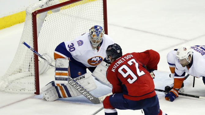 Flyers ink backup netminder Michal Neuvirth for two years